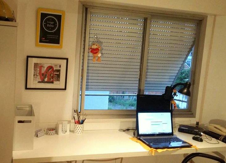 Meu escritório depois da arrumação ganhou 2 quadros novos . Pena não tirei foto do antes e depois !